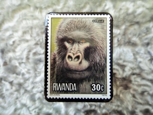 ルワンダ 切手ブローチ680