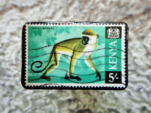 ケニヤ 切手ブローチ684