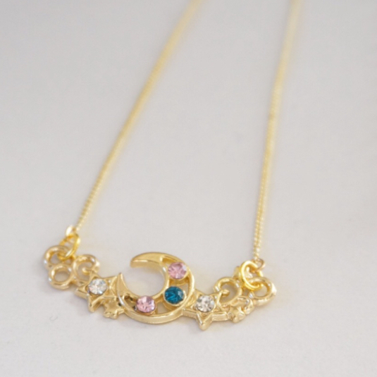 Moon motif necklace