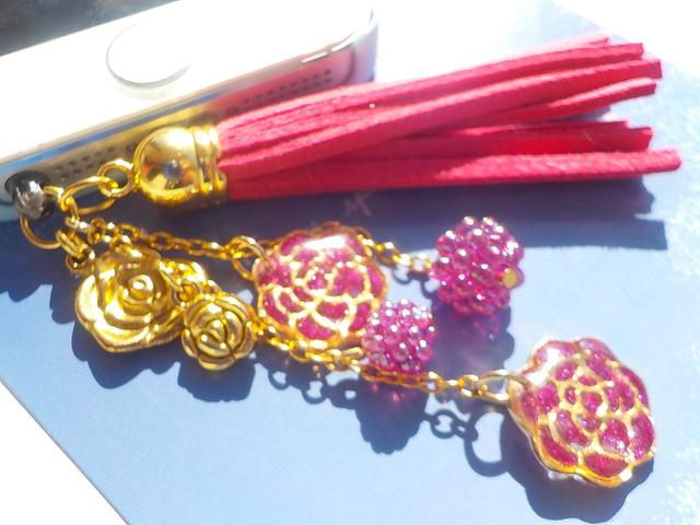 薔薇がいっぱいイヤホンジャック ピンク色