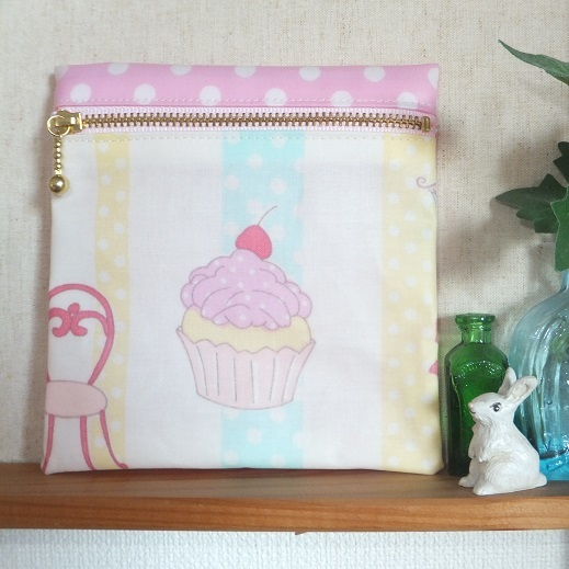 カップケーキのビニコサニタリーポーチ ・ピンク