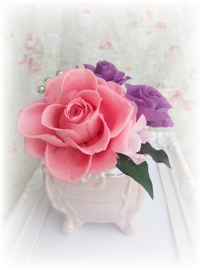 大輪に咲くバラの可愛いアレンジ