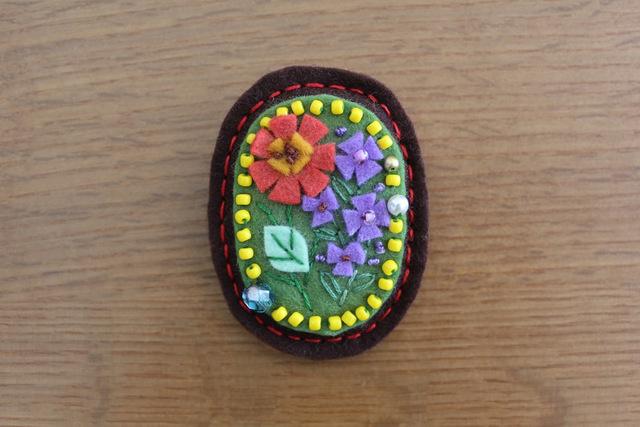 アンティークフェルトブローチ アルプスの花