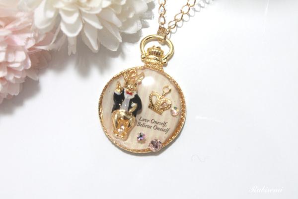 ウサギの懐中時計ネックレス