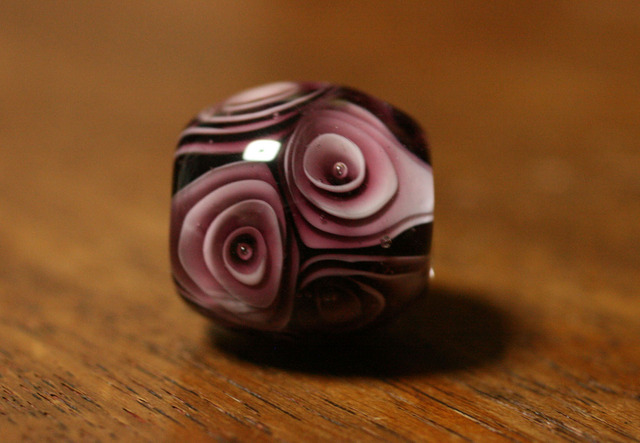 glass beads (とんぼ玉)薔薇玉/紫