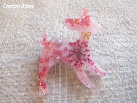 お花入り☆ピンクバンビのブローチ