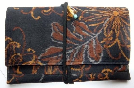 着物リメイク 銘仙の着物で作った和風財布 1026