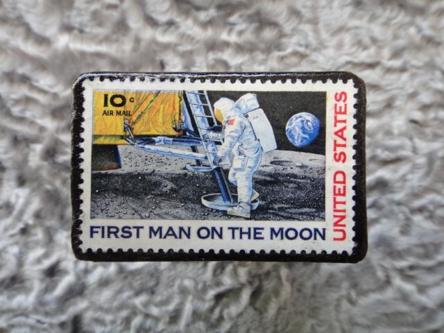 アメリカ 月面着陸切手ブローチ214