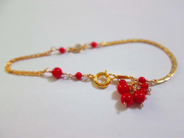 《送料無料》真っ赤な珊瑚のシャラシャラブレスレット