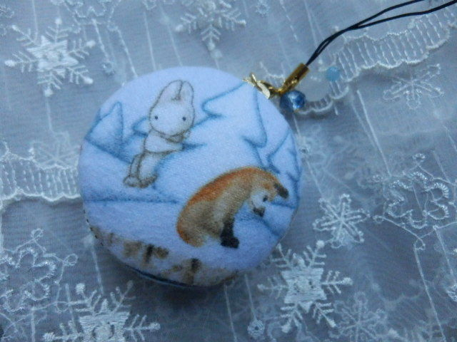 雪の森の動物マカロンケース 中型(天然石の飾りつき)