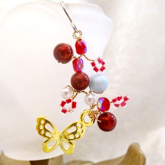 舞い踊る蝶のチタンピアス 木苺の茂み(片耳用・イヤリングに変更可)p-8