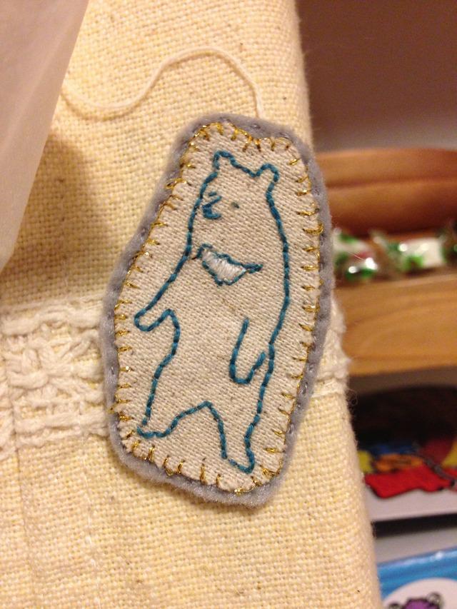 くまの刺繍ブローチ