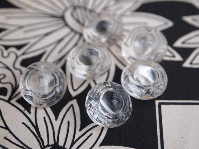 チェコ 繊細カットのガラスボタン