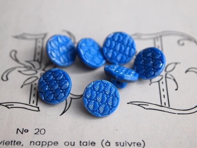 フランス 葉っぱ柄のガラスボタン 青 2個セット