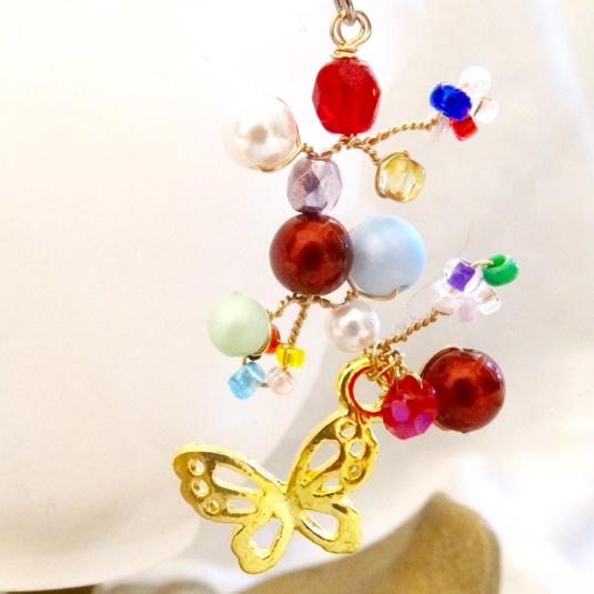舞い踊る蝶のチタンピアス 命の季節(片耳用・イヤリングに変更可)p-9