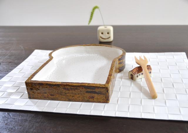 食パンの深皿(高台つき)