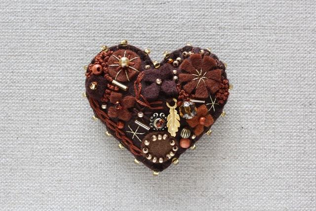 Be My バレンタイン!チョコのハート フェルトブローチ