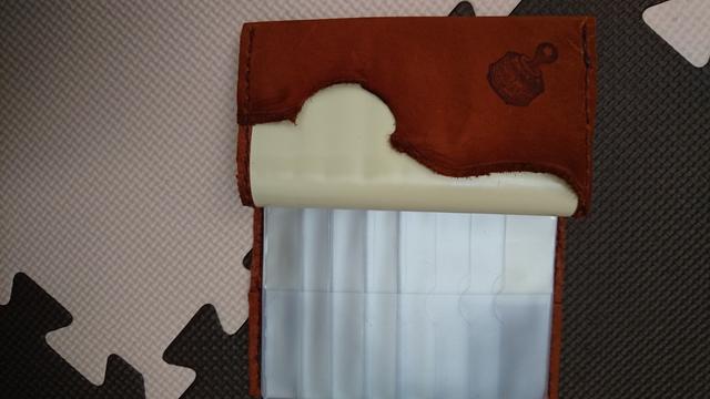 再販!収納いっぱい牛革カードケースキャメル