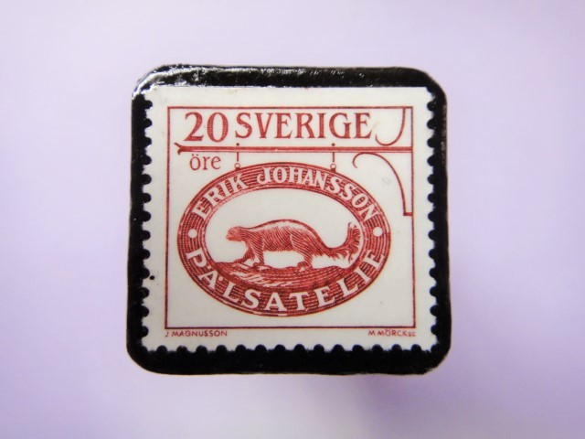 スウェーデン 看板切手ブローチ735