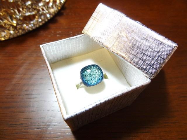 ダイクロガラスの指輪