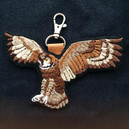 アフリカワシミミズクの刺繍チャーム(受注生産)
