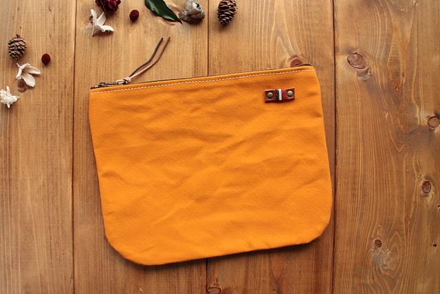 H628 帆布のまあるくシンプルポーチ Lサイズ -柿色-