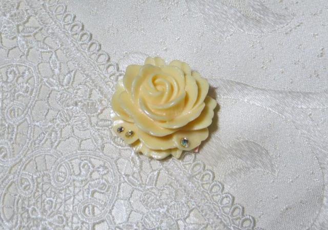薔薇の帯留め(パールホワイト)
