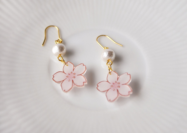 SAKURA DROP PIERCE(イヤリングOK)