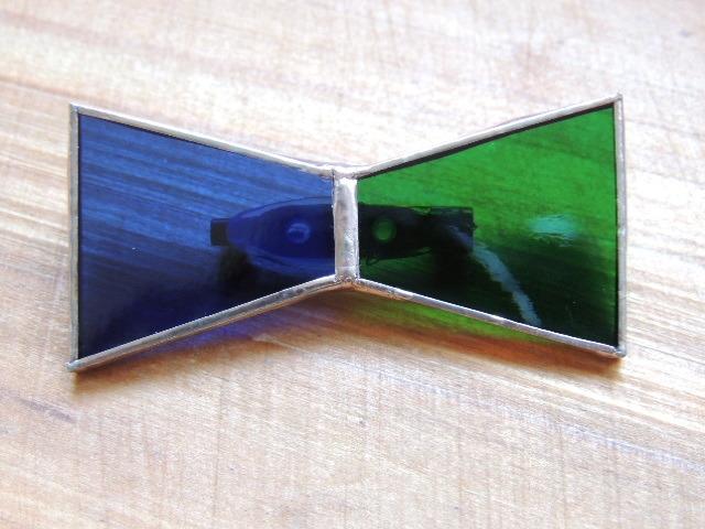 リボン型バイカラーブローチ(ネイビー×グリーン)