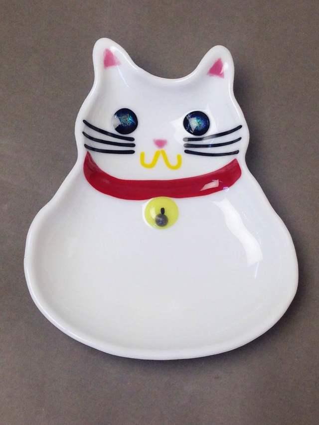 白猫のお皿