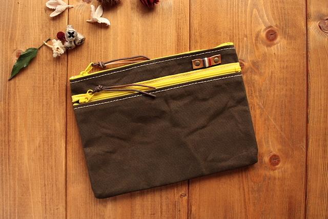 H667 パラフィン帆布のファスナーポケット付きポーチ Mサイズ -ブラックブラウン-
