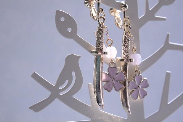 桜と日本刀のイヤリング(全3色から選べます♪)