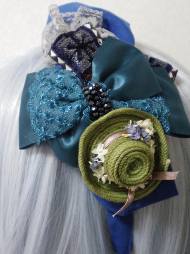 ブルーリボンと小さなお花の帽子のカチューシャ