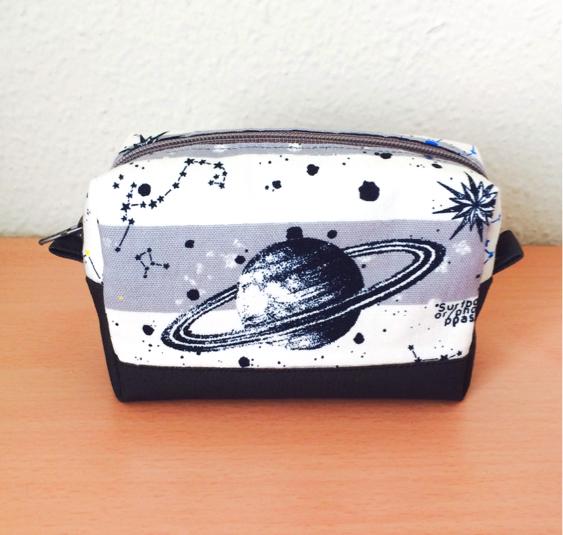 土星柄の宇宙ポーチ