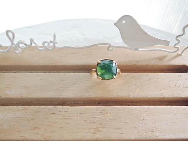 3周年記念セール☆スワロフスキークリスタル 10mmスクエアリング  ?10mmサイズは、結構大きいです! ☆パレスグリーンオパール (1025)
