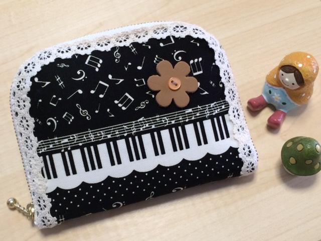 可愛い?音符・けんばん・ピアノ模様のラウンド財布?