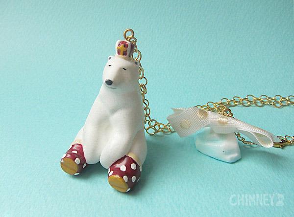 裸の王様 シロクマと氷山のネックレス [おすわり/red] box付