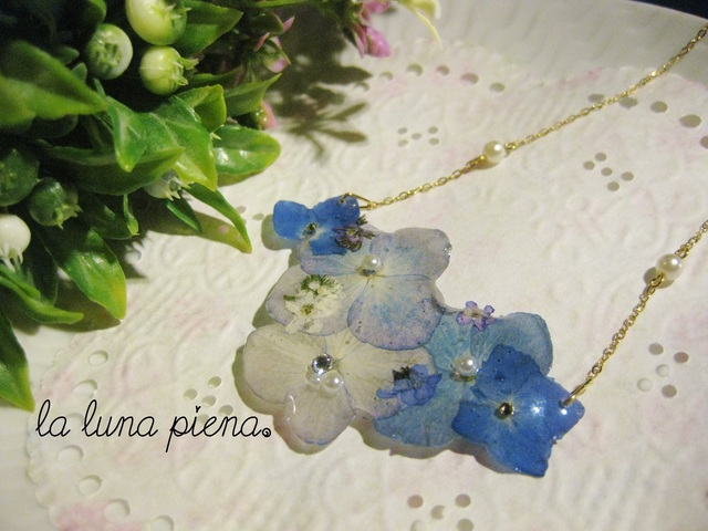 勿忘草と紫陽花の花束ネックレス
