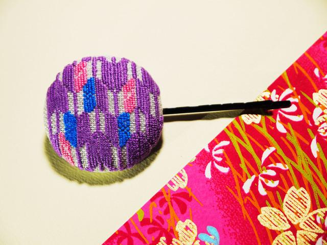 矢がすり 刺繍くるみボタンヘア...