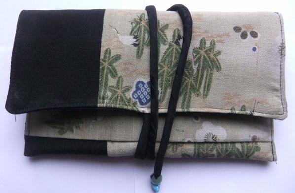 着物リメイク 縮緬の色留袖で作った和風財布 1062