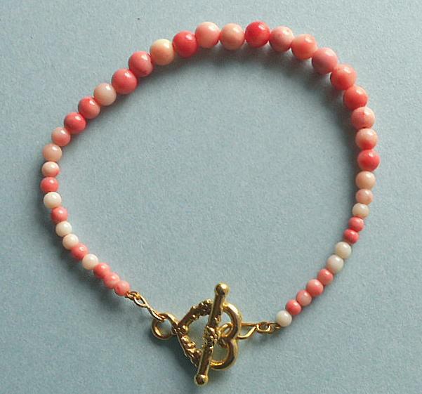 ナチュラルサンゴ玉の可愛い上品なブレスレツトです☆彡羽織紐のサンゴをデザイン変え☆彡16-11BA