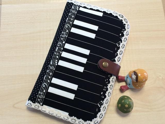 可愛い?音符・けんばん・ピアノ模様の通帳・母子手帳ケース?