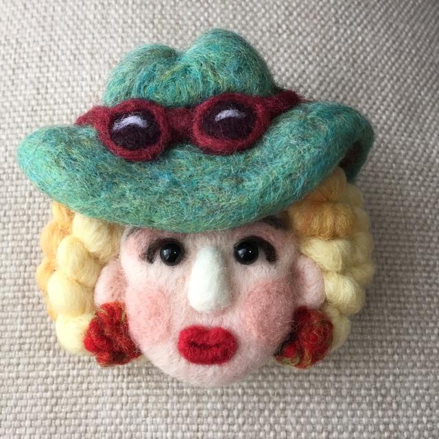 大人ブローチ187(緑の帽子さん)