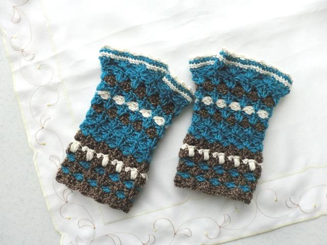 かぎ針編みの配色ハンドウォーマー