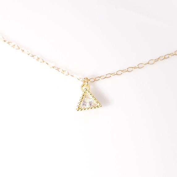 送料無料【14kgf】三角ネックレス