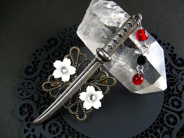 日本刀と墨染桜のブローチ・暁_432 s3 14p