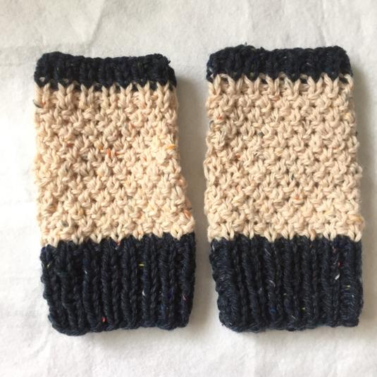 温活に!! シンプル編み地のハンドウォーマー