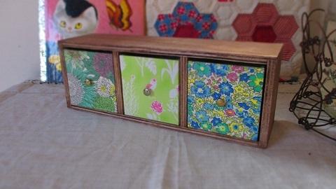リバティ引き出し木製飾り棚Yoshie/黄緑系