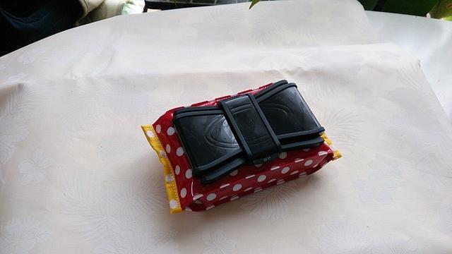 リボン型ビタット付きウェットティッシュポーチ