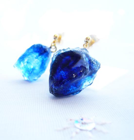 鉱石ピアス/深海ブルー